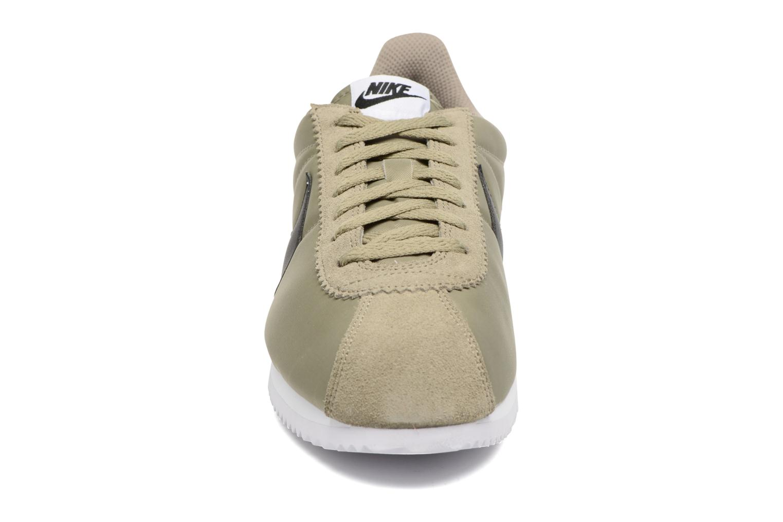Sneaker Nike Classic Cortez Nylon grün schuhe getragen