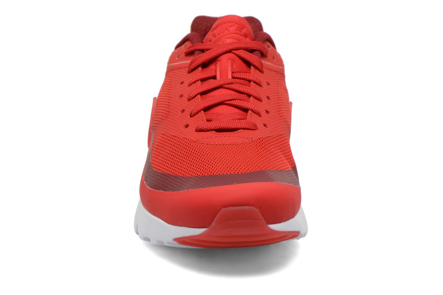 Baskets Nike Nike Air Max Bw Ultra Rouge vue portées chaussures