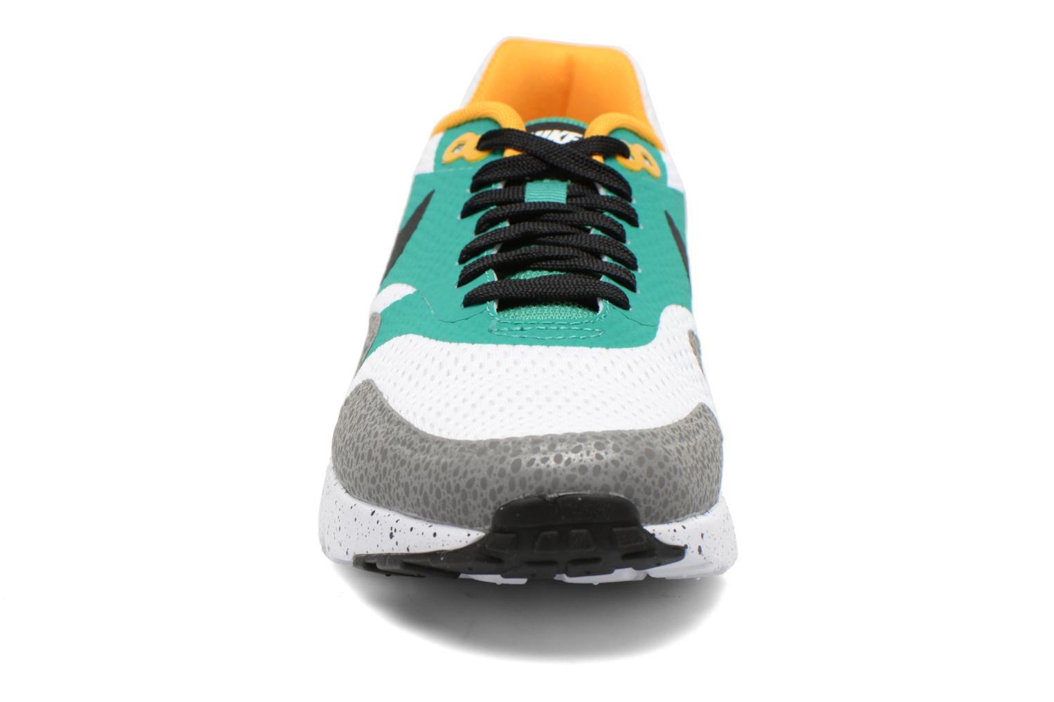 Baskets Nike Nike Air Max 1 Ultra Essential Multicolore vue portées chaussures