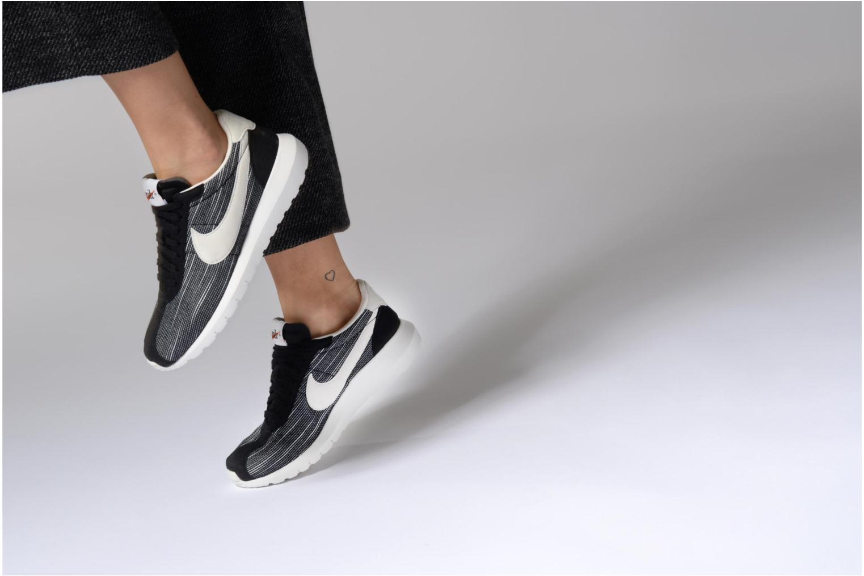 Sneaker Nike W Roshe Ld-1000 blau ansicht von unten / tasche getragen