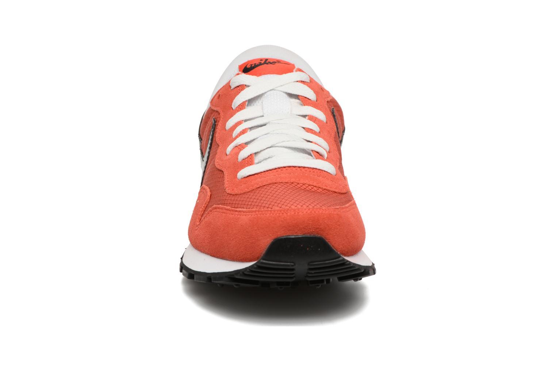 Baskets Nike Nike Air Pegasus 83 Orange vue portées chaussures