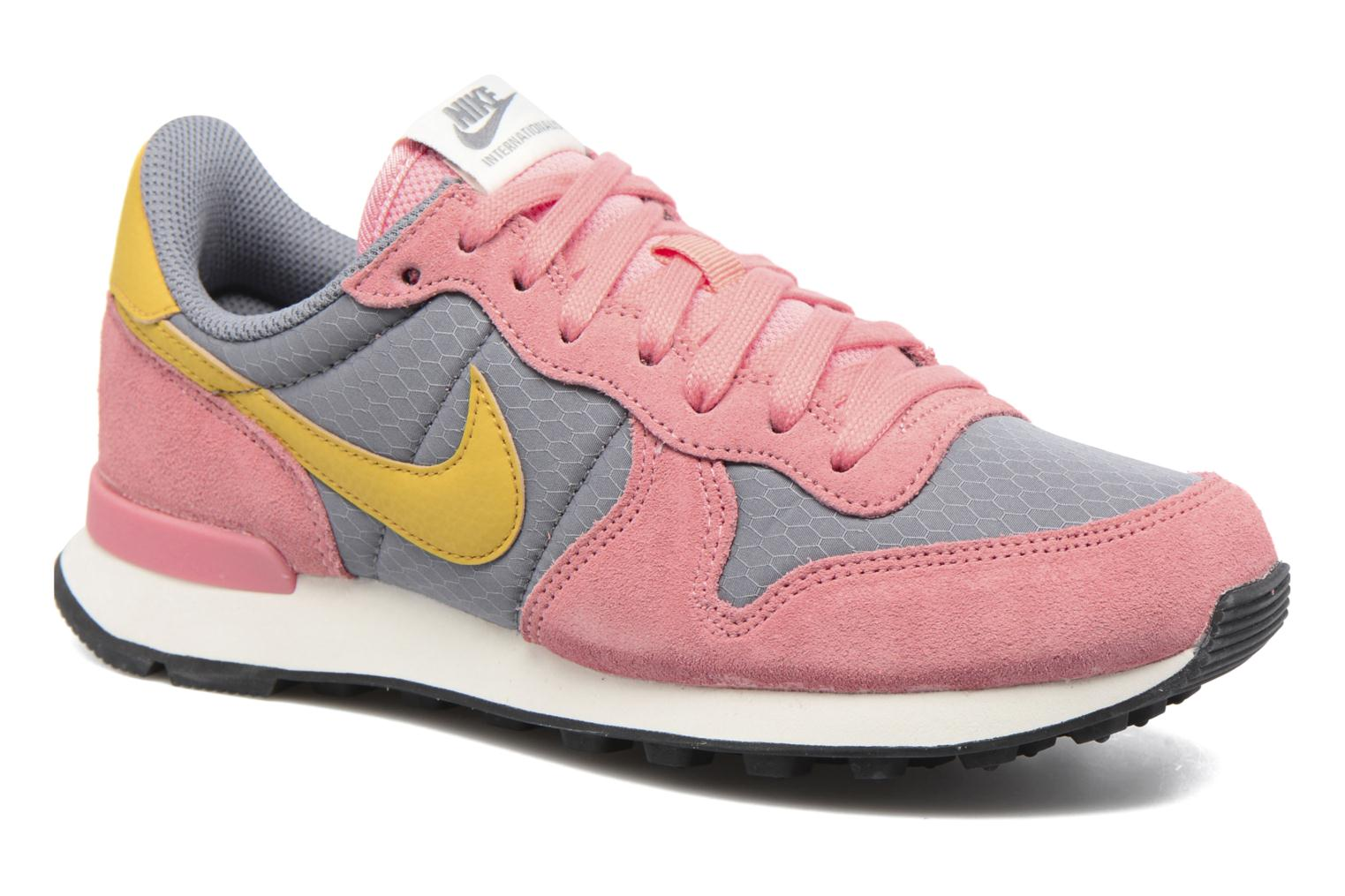 Wmns Internationalist Cool Grey/Gold Dart-Bright Melon-Sail