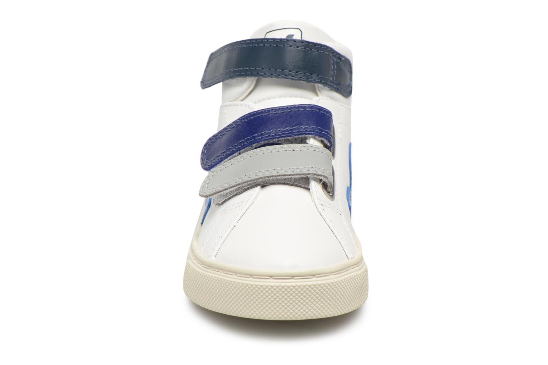 Baskets Veja Esplar Mid Small Velcro Beige vue portées chaussures