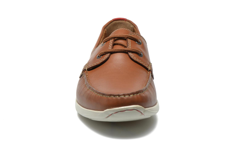 Scarpe con lacci Clarks Karlock Step Marrone modello indossato