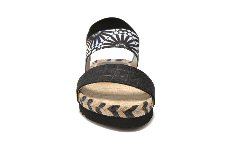 Sandali e scarpe aperte Desigual SHOES_ FORMENTERA Nero modello indossato