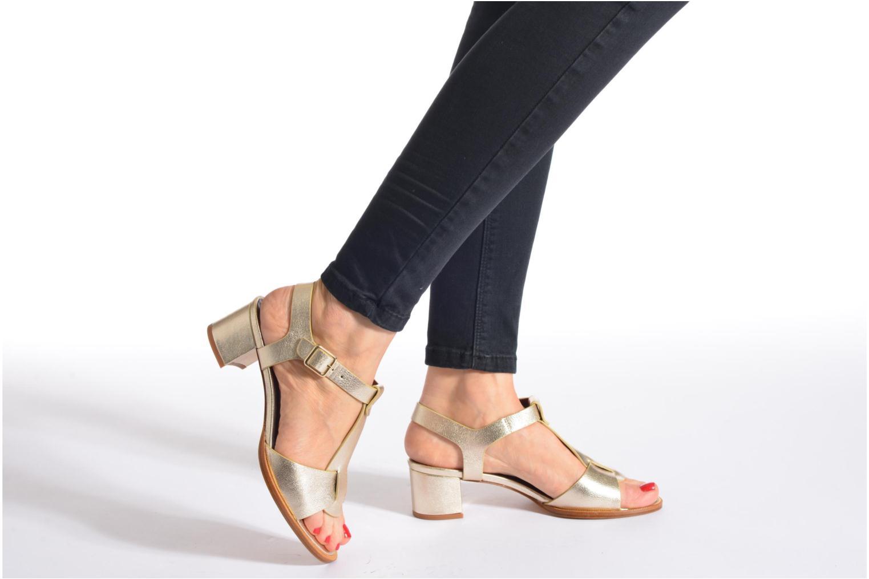 Sandales et nu-pieds Avril Gau Paty Or et bronze vue bas / vue portée sac