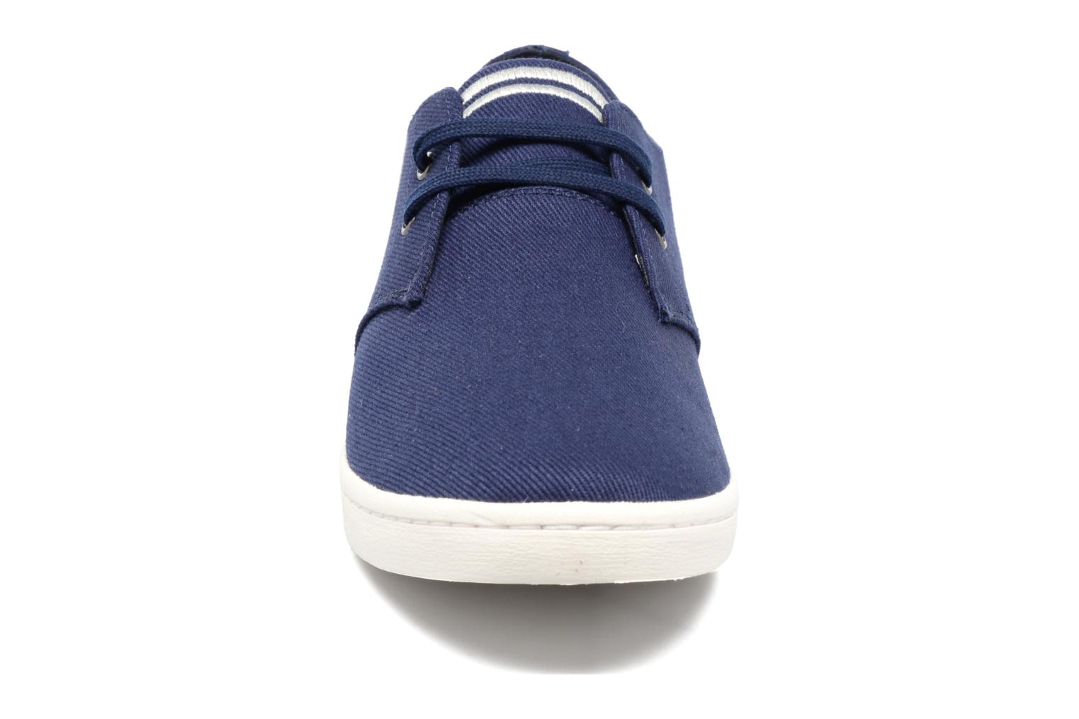 Baskets Fred Perry Byron Low Twill Bleu vue portées chaussures