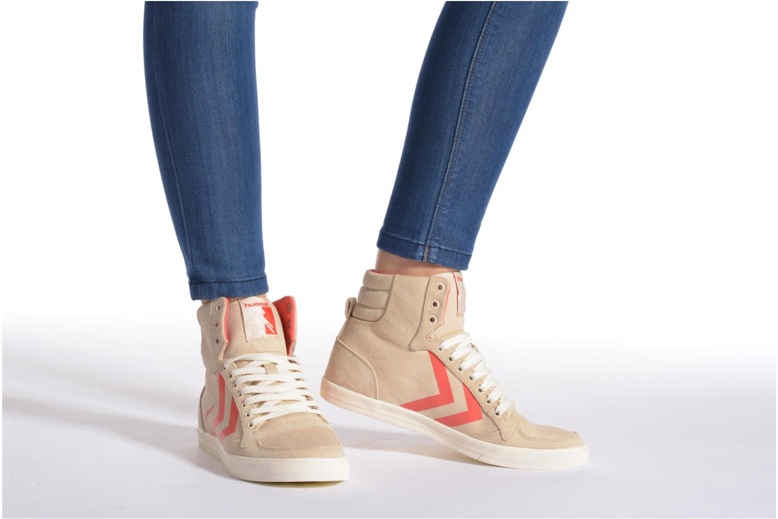 Trainers Hummel Ten Star Smooth Hi Beige view from underneath / model view