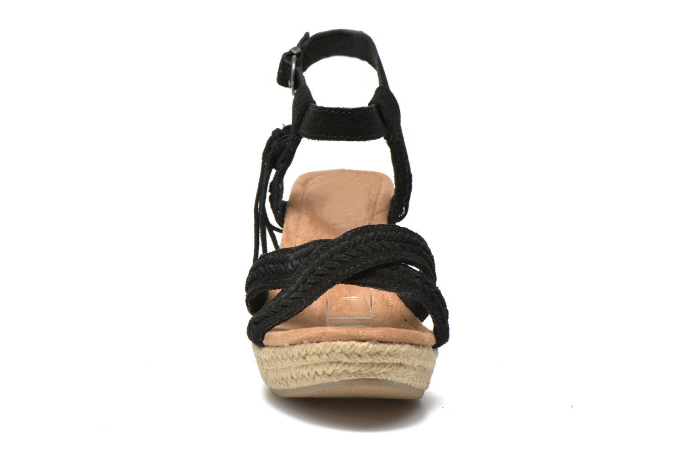 Sandales et nu-pieds Minnetonka Naomi Noir vue portées chaussures