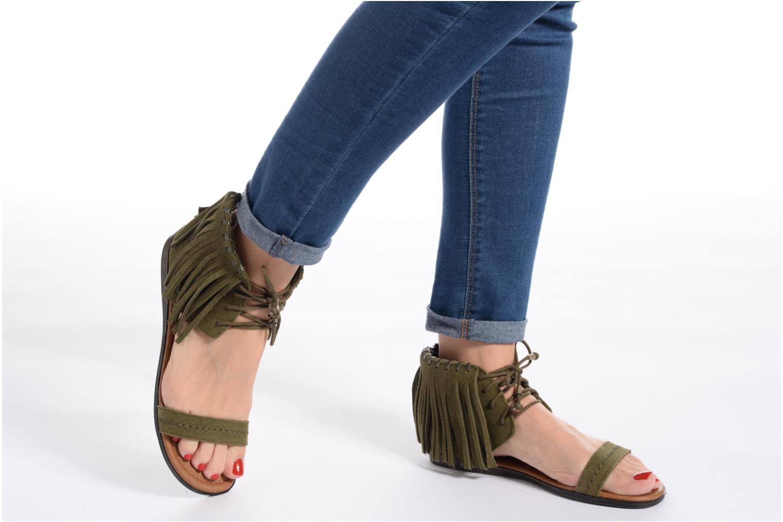 Sandalen Minnetonka Havana braun ansicht von unten / tasche getragen