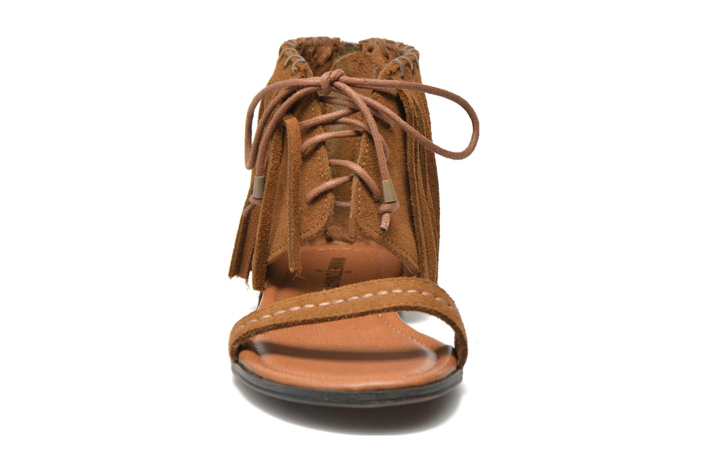 Sandales et nu-pieds Minnetonka Havana Marron vue portées chaussures