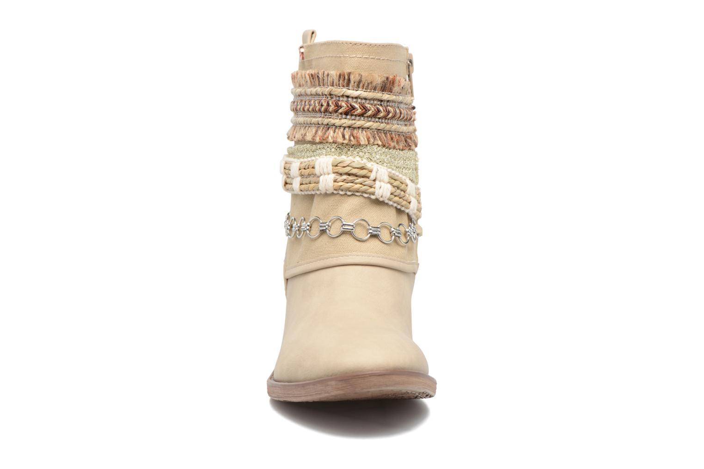 Ankelstøvler Bullboxer Morano Beige se skoene på