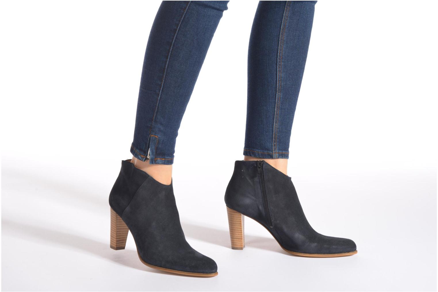 Ankle boots Muratti Angel Brown view from underneath / model view