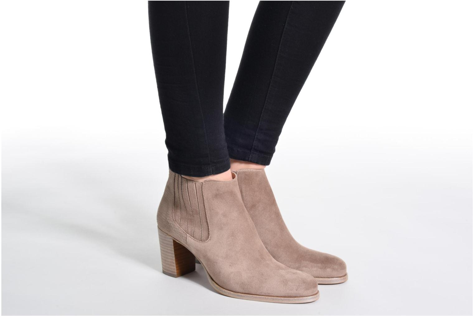 Ankle boots Muratti Bloody Beige view from underneath / model view