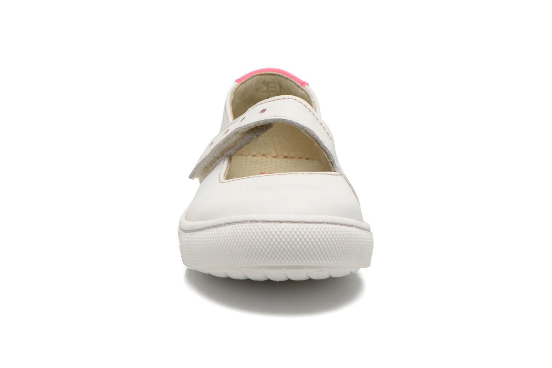 Ballerines Art A535 Dover Blanc vue portées chaussures
