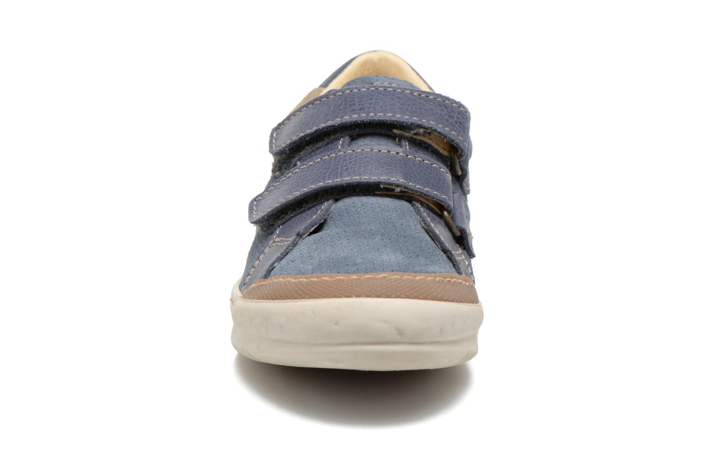 Zapatos con velcro El Naturalista Ankarana E374 Azul vista del modelo