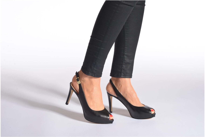 Sandales et nu-pieds Guess Kayna Beige vue bas / vue portée sac