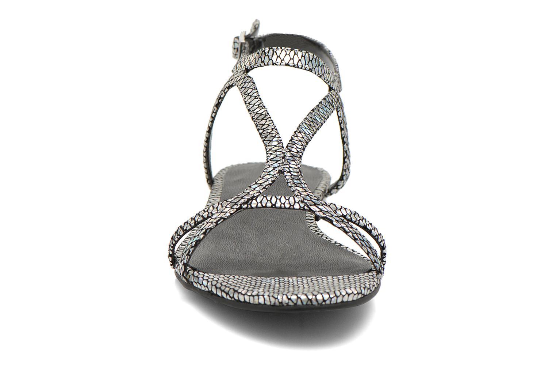 Sandalen Guess Jalen silber schuhe getragen