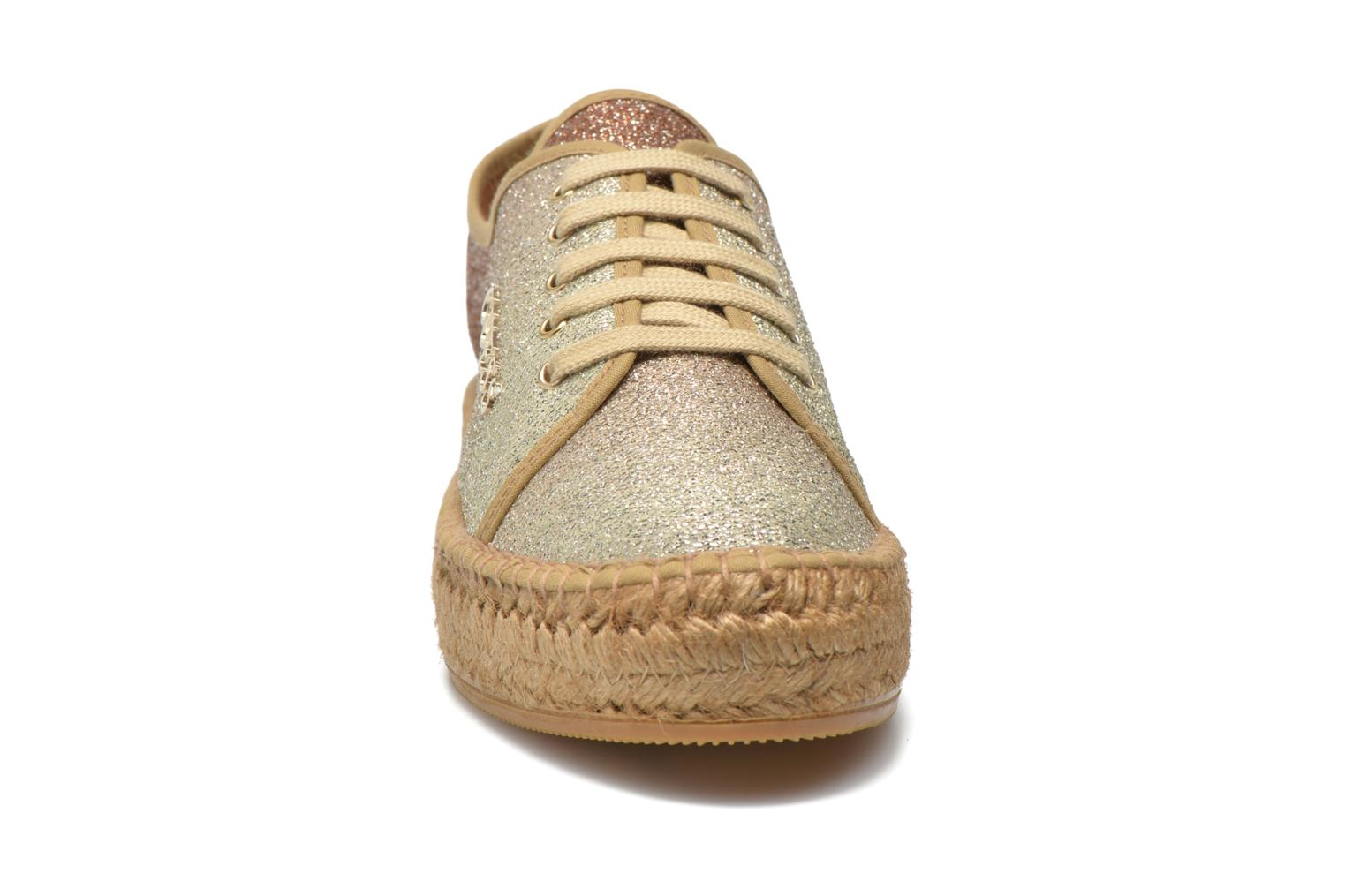 Trainers Guess Renan Brown model view