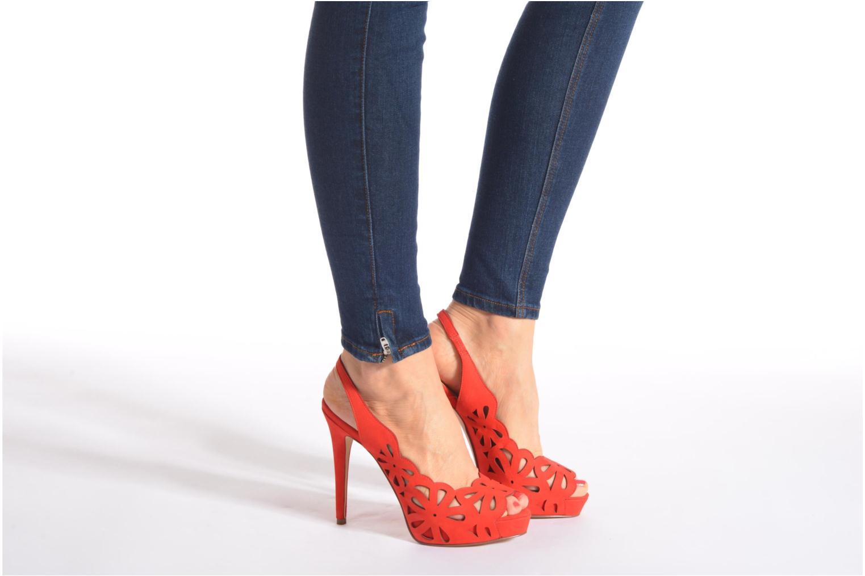 Sandales et nu-pieds Guess Hyee Rouge vue bas / vue portée sac