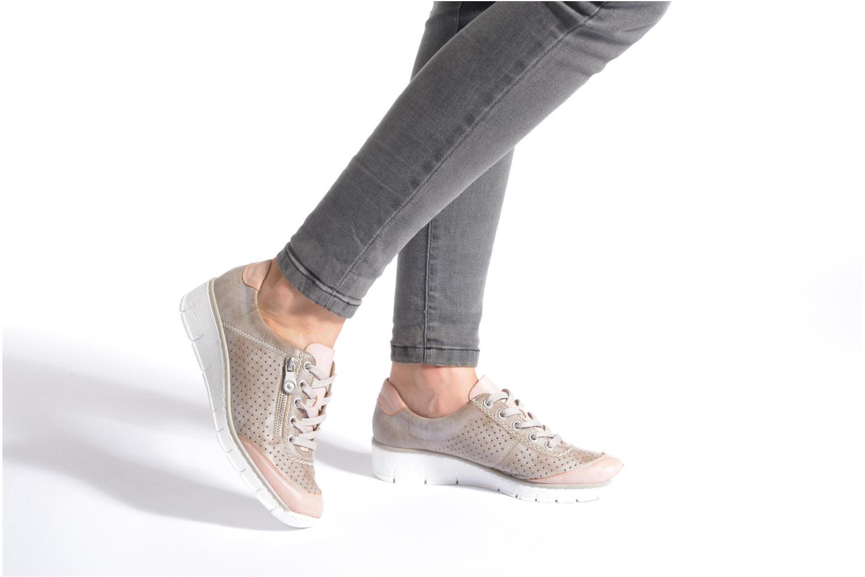 Sneaker Rieker Walket 53725 beige ansicht von unten / tasche getragen