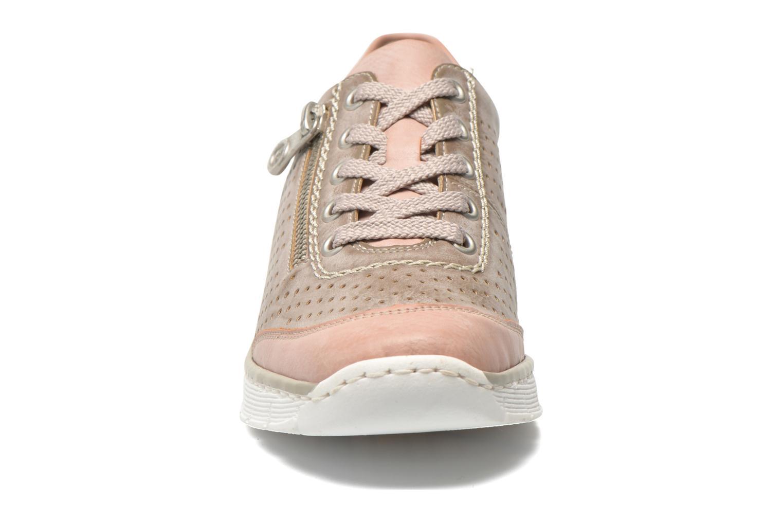 Baskets Rieker Walket 53725 Beige vue portées chaussures