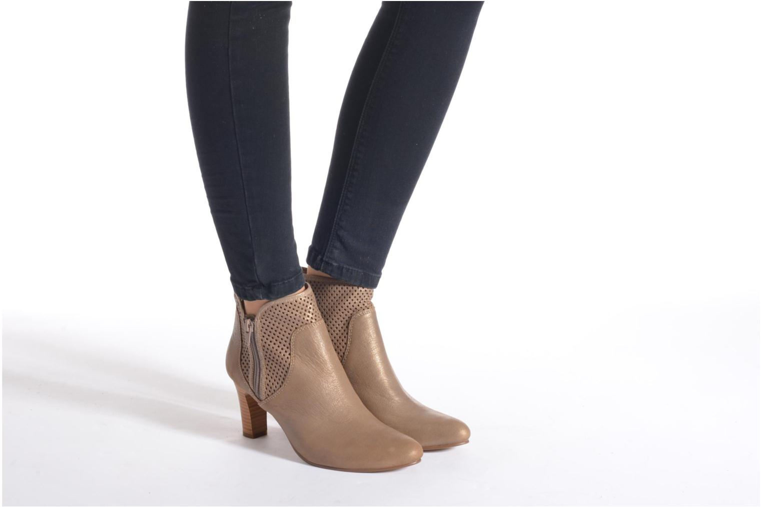 Ankle boots Karston Avina Bronze and Gold view from underneath / model view