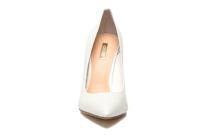Escarpins Guess Plasma6 Blanc vue portées chaussures