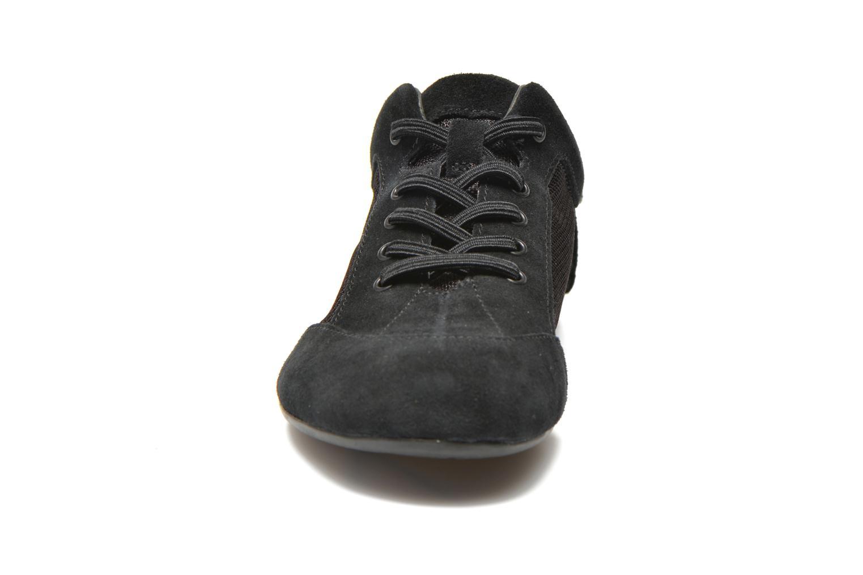 Sneakers Camper Peuq 22614 Nero modello indossato