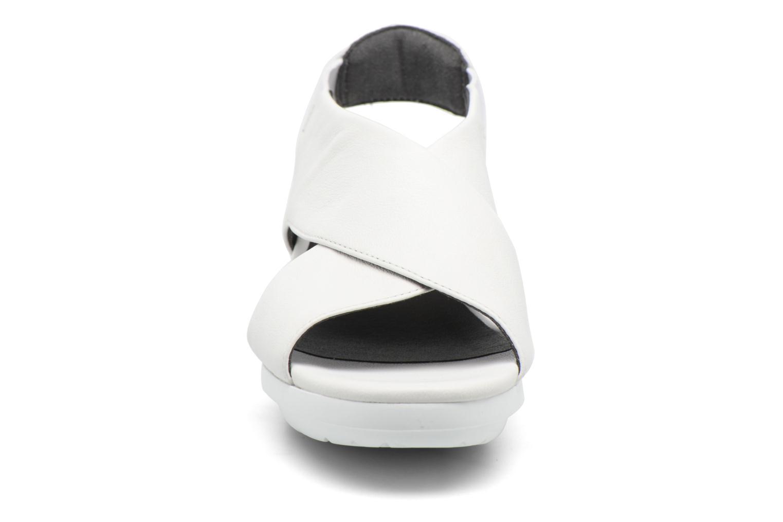 Sandales et nu-pieds Camper Balloon K200066 Blanc vue portées chaussures