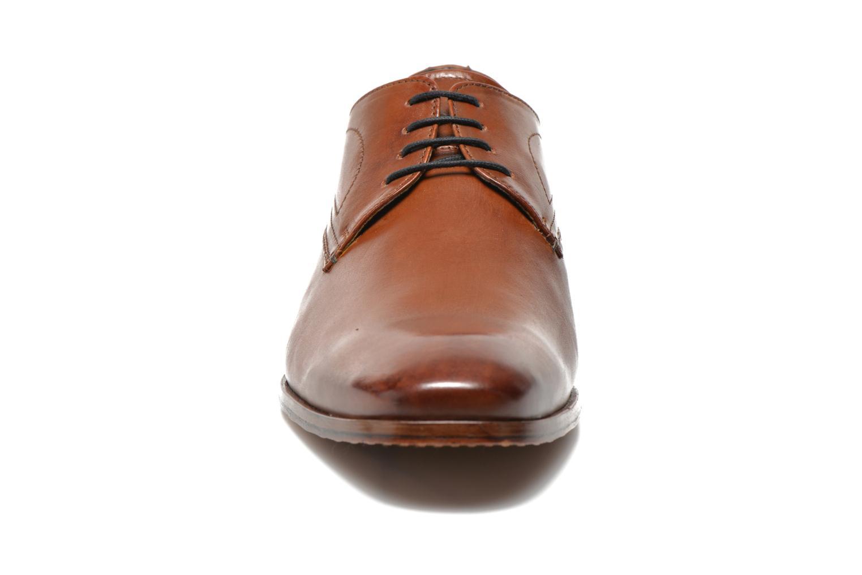 Zapatos con cordones Bugatti Benato LC Marrón vista del modelo