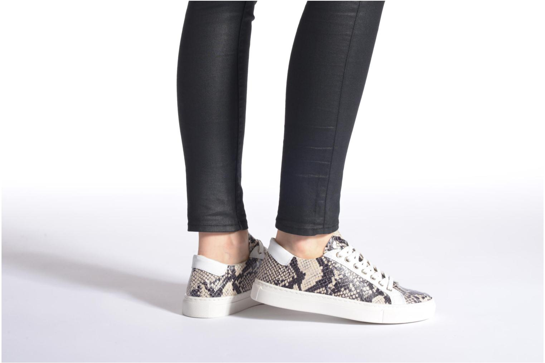 Sneaker Made by SARENZA Seven Tease #2 beige ansicht von unten / tasche getragen