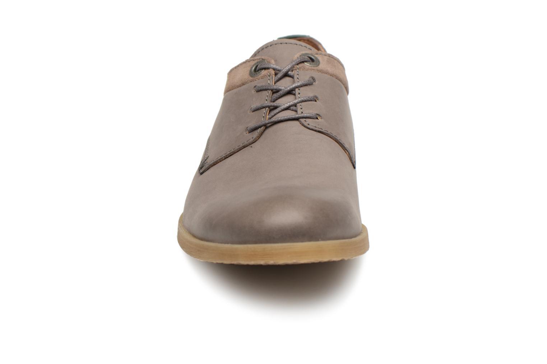 Chaussures à lacets Kickers FLAVESTON Gris vue portées chaussures