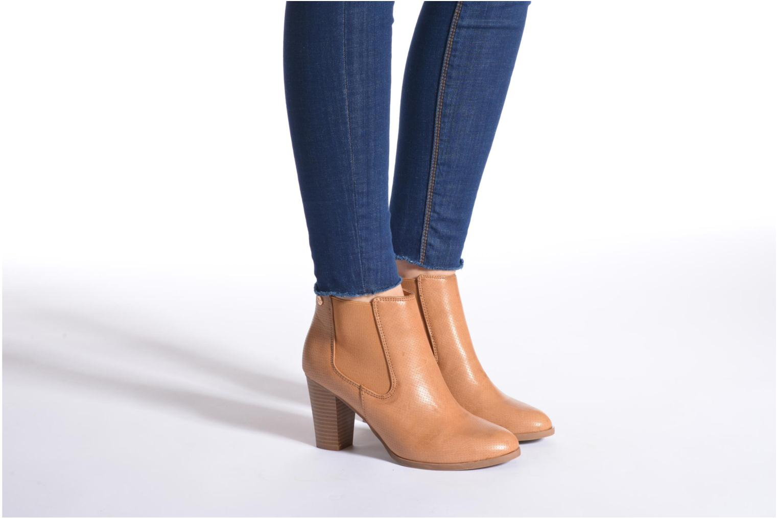 Ankle boots Xti Mila 45011 Brown view from underneath / model view