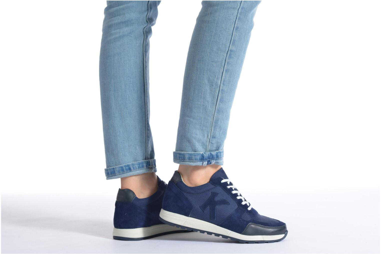 Sneaker Kickers Nielo F beige ansicht von unten / tasche getragen