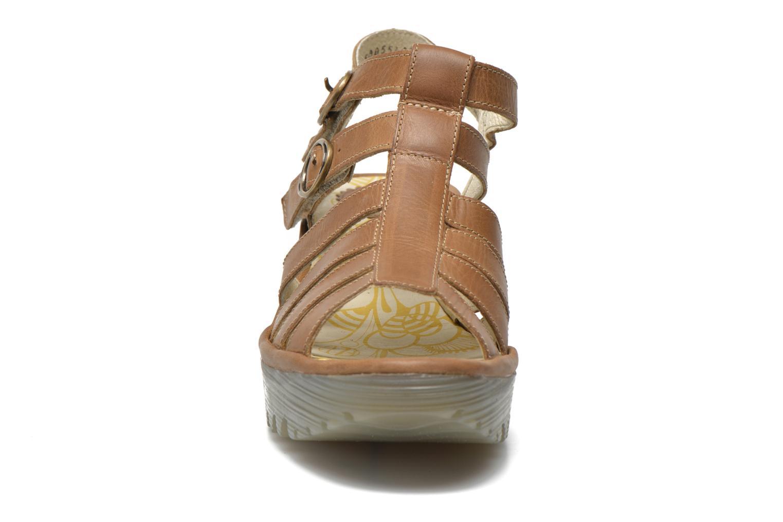 Sandales et nu-pieds Fly London Ygor Marron vue portées chaussures