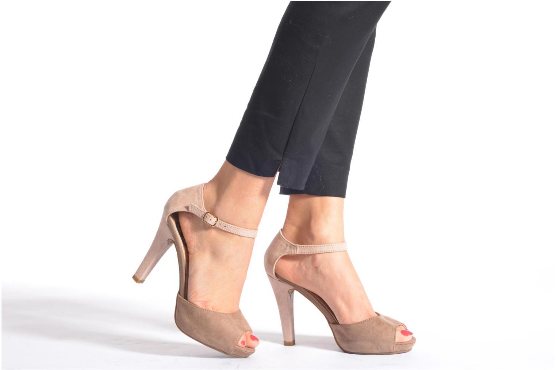 Sandalen Refresh Lena braun ansicht von unten / tasche getragen