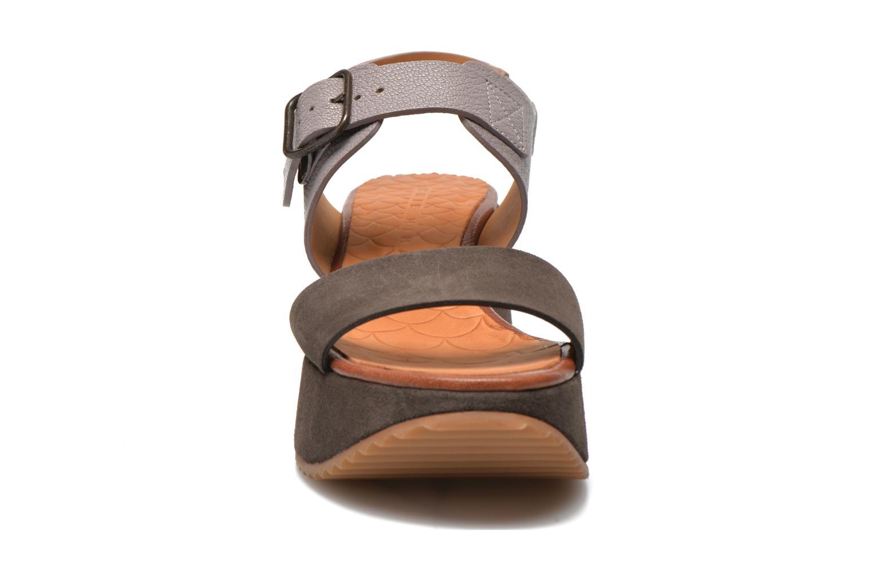 Sandales et nu-pieds Chie Mihara Devagar Gris vue portées chaussures