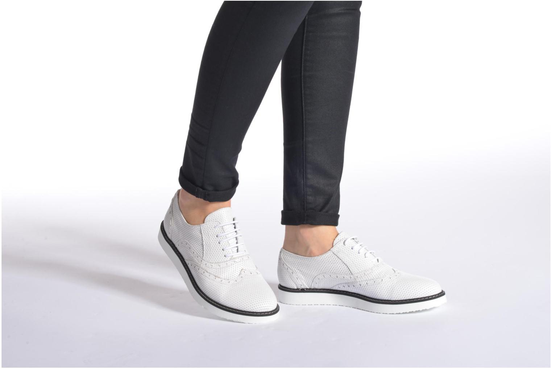 Chaussures à lacets Ippon Vintage Andy k perfo Blanc vue bas / vue portée sac