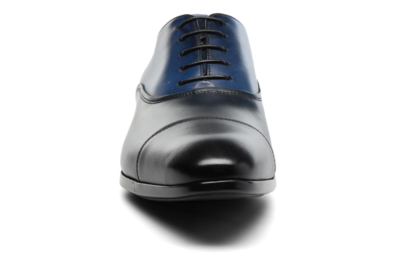 Scarpe con lacci Doucal's Omar short Nero modello indossato