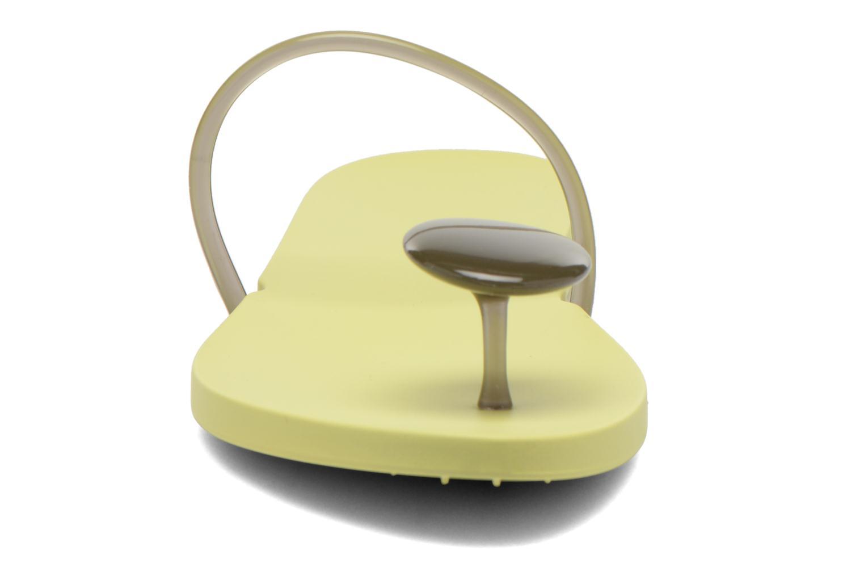 Tongs Ipanema Philippe Starck Thing U Fem Jaune vue portées chaussures