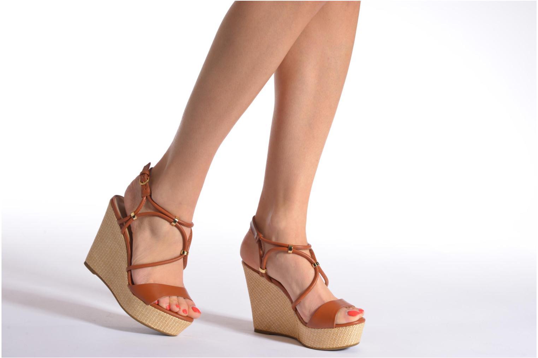 Sandalen COSMOPARIS Cladi braun ansicht von unten / tasche getragen