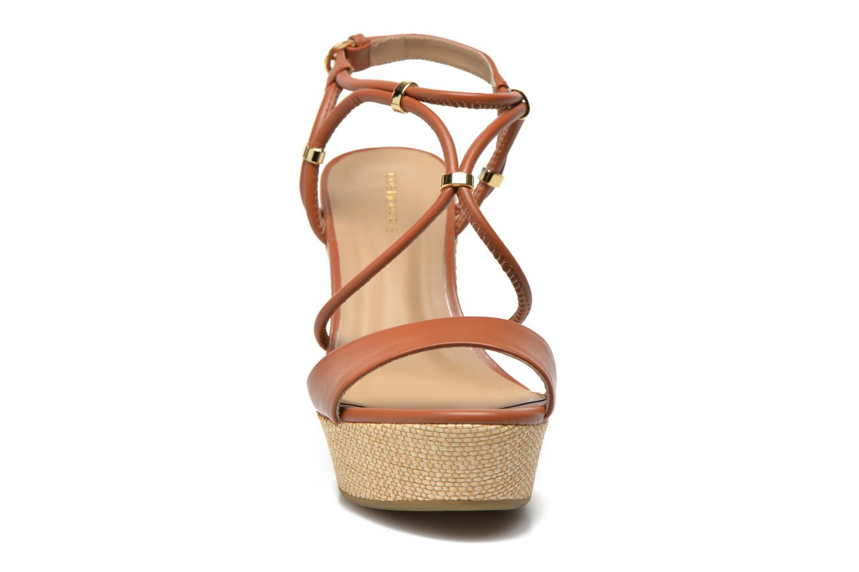 Sandalen COSMOPARIS Cladi braun schuhe getragen