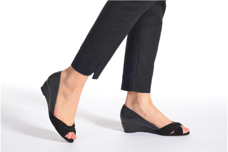High heels COSMOPARIS Ataya/bi Black view from underneath / model view