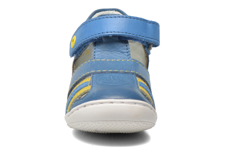 Sandalias Kickers Glups Azul vista del modelo