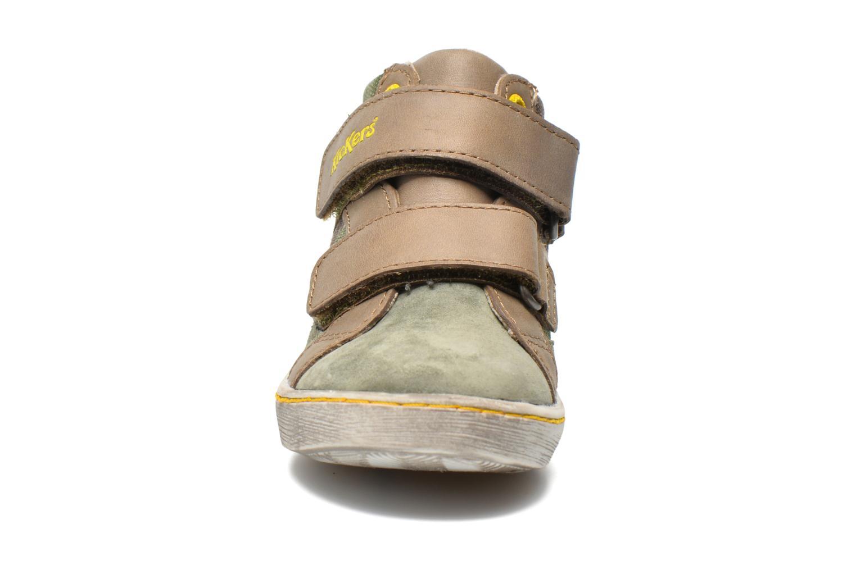 Sneakers Kickers Lyvio Verde modello indossato