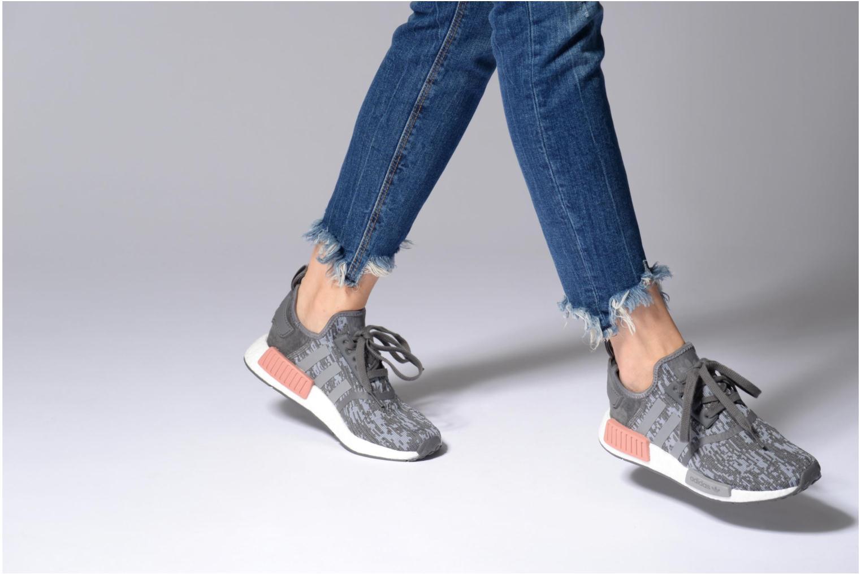 Sneaker Adidas Originals Nmd_R1 W blau ansicht von unten / tasche getragen