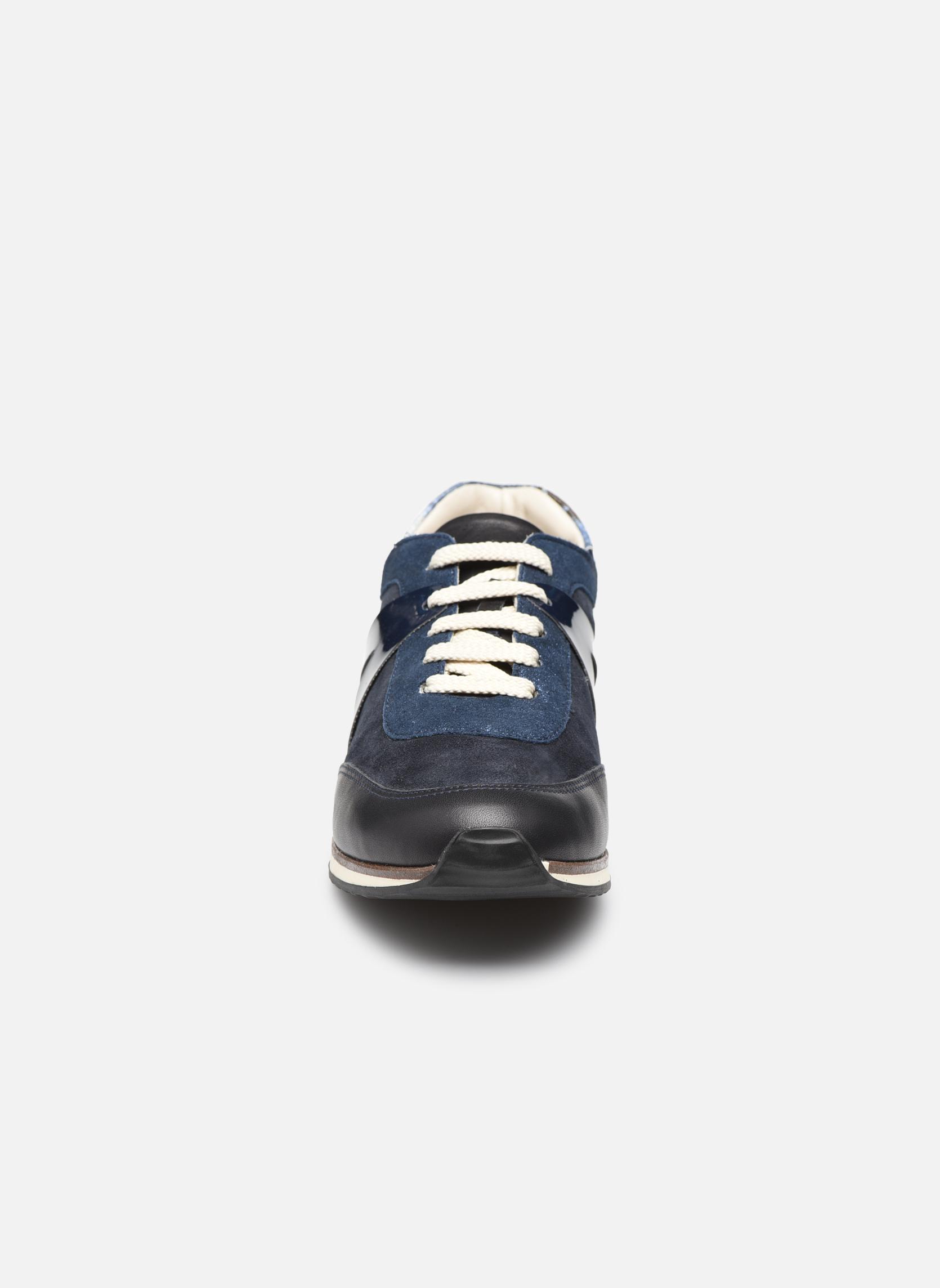 Sneakers Georgia Rose Lamette Azzurro modello indossato