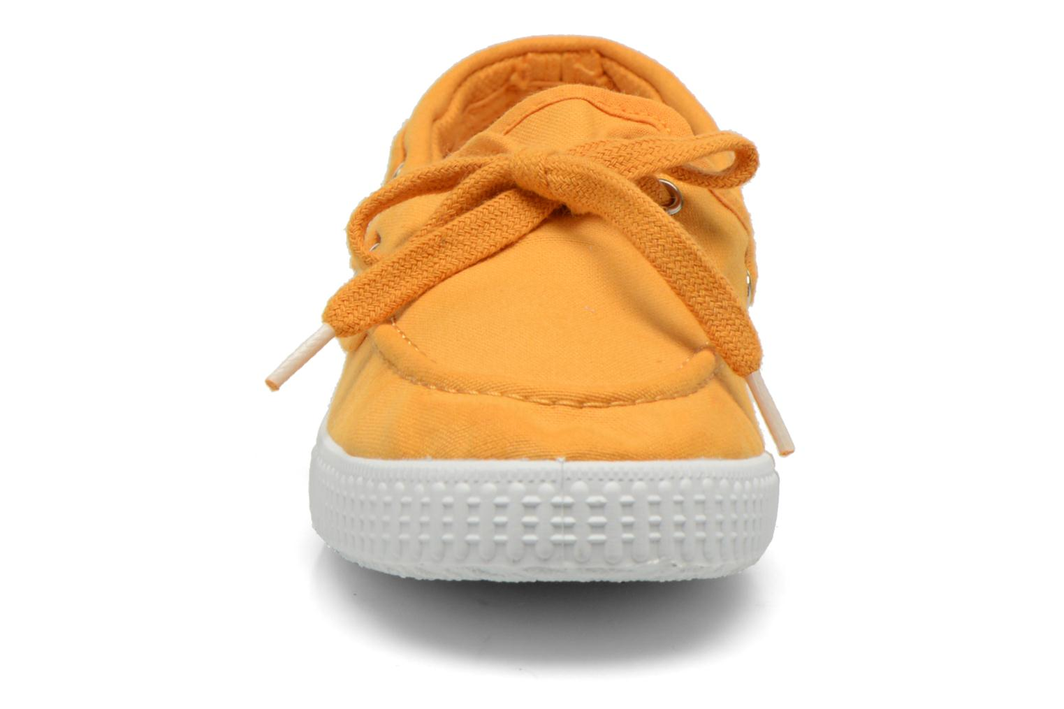 Lace-up shoes Cienta Martino Yellow model view