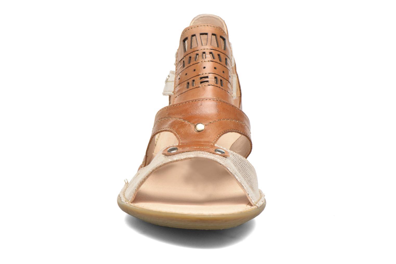 Sandales et nu-pieds Dorking Oda 6769 Marron vue portées chaussures